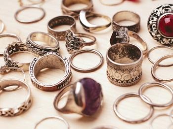 強化買取品の貴金属類の写真